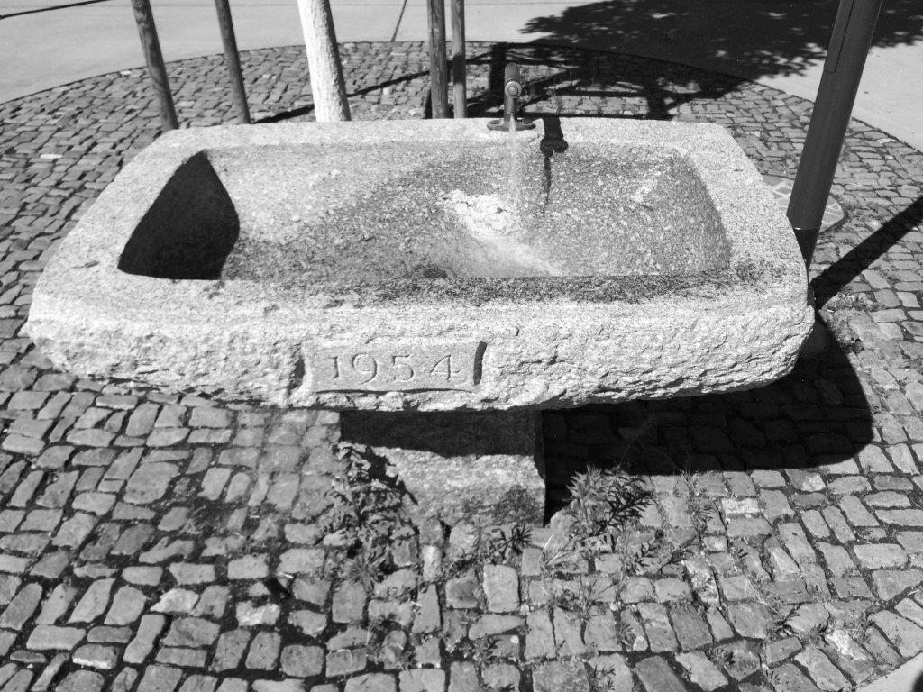 Brunnen SchwarzWeiss
